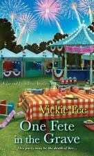 Vickie Fee - A Liv and Di in Dixie Mystery: One Fete in the Grave #3 - NEW