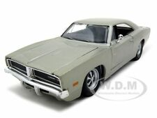 1969 DODGE CHARGER R/T SILVER 1:25 DIECAST MODEL CAR BY MAISTO 31256