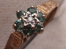 584E LADIES VINTAGE 9CT GOLD DIAMOND AND EMERALD FLOWER CLUSTER RING SIZE L