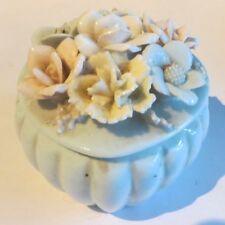 Boîte à bijoux en porcelaine bleu ciel en forme de cœur avec couvercle garni de
