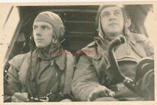 Foto, Blick auf konzentrierte Piloten in der Kanzel, 1942 (N)19932