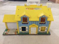 FISHER-PRICE PLAY FAMILY HOUSE LITTLE PEOPLE #952 INCLUDES 26 PEOPLE & ACCES.