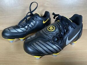 Boys NIKE TOTAL 90 Youth Studded Football Boots Size 10 - Black & Yellow