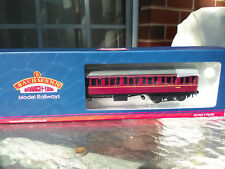 Bachmann 34-630A Mk1 Suburban Second Brake BR Lined maroon coach with passengers