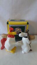 Foghorn Leghorn and Dawg Shaking Hands 1996 Salt and Pepper Shaker MIB #H815.