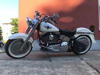 Schwingentasche ODIN schwarz mit weißen Nähten Satteltasche Harley Davidson
