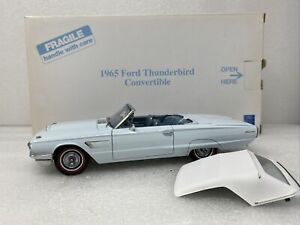 1/24 Danbury Mint 1965 Ford Thunderbird Convertible Baby Blue