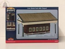 Bachmann 44-258 Low Relief Rail Milk Depot - OO Gauge