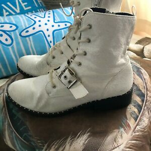 """""""Qupid"""" white crackled ankle boots/as new/without tags/size Euro 39/US 8/UK 6/RR"""