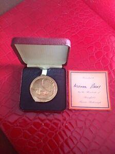 1953 Vintage Queen Elizabeth 11 Coronation Souvenir Medallion Boxed