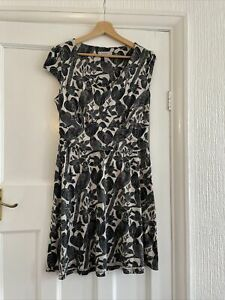 Pepperberry Parakeet Print Grey Jersey Dress Size 14 Really Super Curvy