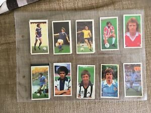 13 BASSETS FOOTBALL CARDS 1981-82 VGC. BAR NO. 12, ALL IN PLASTIC SLEEVES