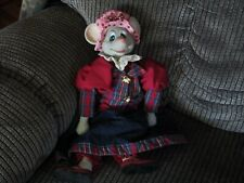 New listing Christmas Around The World Millicent Mouse