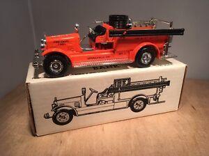 SPRINGFIELD, OREGON FIRE DISTRICT 1926 SEAGRAVE FIRE TRUCK BANK - ERTL 9654 1/30
