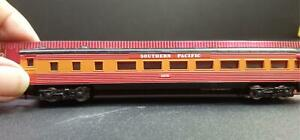 Model Power #3039 N Southern Pacific #2970 Coach Car Brown & Red