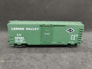 Life Like HO Scale 40' Steel Boxcar Lehigh Valey Paint Preowned #I