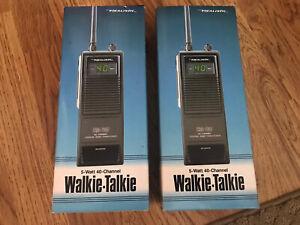 2 Realistic TRC-207 5 Watt 40 Channel CB Radio Walkie Talkies In Box