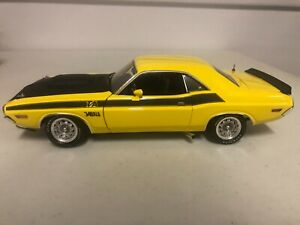 1/18 HIGHWAY 61 1970 DODGE CHELLENGER T/A 340 YELLOW & BLACK STRIPES SUPER DETAI
