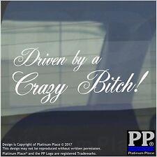 1 x guidato da una pazza-bianco-Auto, Furgone, Donna, Firmare, Adesivo, Adesivo, finestra