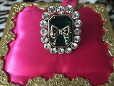 Betsey Johnson Vintage Emerald Green Crystal Bow Jewel Rhinestone Ring 7.5 RARE