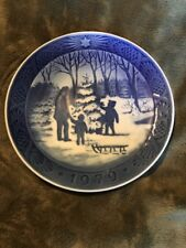"Royal Copenhagen 1979 Christmas Plate ""Choosing the Christmas Tree"" 7"" blue"