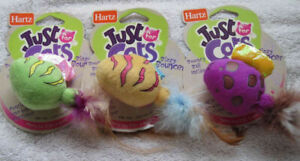 1 Hartz Just for Cats Bizzy Bouncer Bouncy Ball Inside Feather Tail Hunt Choose