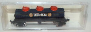Model Power N Scale 3 Dome Tank Car marked Union 76 Rapido Coupler