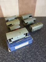 7x VARIOUS VINTAGE HORNBY DUBLO RAILWAY TINPLATE/PLASTIC VANS/WAGONS