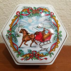 Music Box Heritage House Inc Melodies of Christmas, Jingle Bells 1988 Porcelain