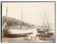 France, Bateaux et pêcheurs, scène à la marée basse  Vintage citrate print.  T