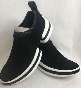 Stuart Weitzman Low Top Split Sole Black Suede  /Leather Trim Heel Tab  Size 7