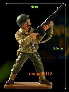 1:32th American Soldier Holding Gun Man Mini 6.5cm  Cast Iron Figure Collectible