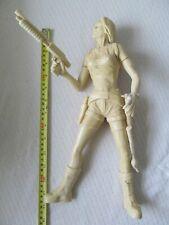 Resina Lara Croft Tomb Raider Figura Aprox 14 pulgadas de alto.
