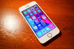 Apple iPhone SE - 32GB - CYDIA BAD LCD