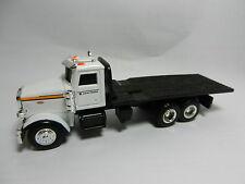 NEW! 2014 ERTL 1:64 *JOHN DEERE* Model 367 Peterbilt Semi FLATBED Dealer Truck