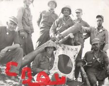 WWII PHOTOGRAPH 8X10 OF 5TH MARINE DIVISION IWO JIMA CAPTURED JAPANESE FLAG LOOK