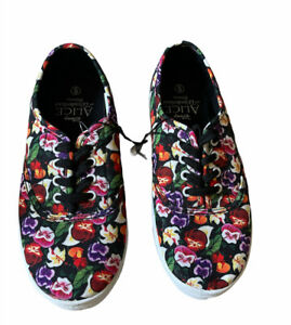 Disney Alice In Wonderland Womens Canvas Shoes Size 6 Textile Upper Sneakers