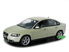 Volvo s40 año del modelo: 2003 Safari verde metalizado/Minichamps 1:43
