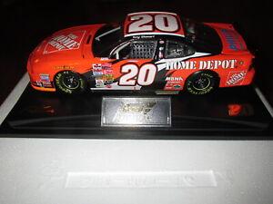 REVELL TONY STEWART 2002 PONTIAC ATLANTA WIN RACED VERSION 1/24 W/HULA GIRL 1 OF