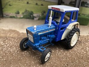 Britains Ford 5000 Tractor 1:32 scale Farm Model