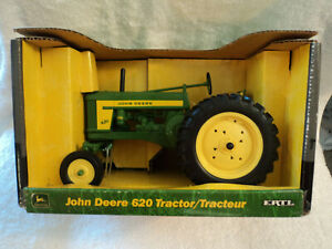 NOS 2003 ERTL Toys John Deere 620 Wide Front Farm Tractor 1/16 Scale Diecast