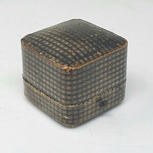 SMALL ANTIQUE VINTAGE LEATHER CHEQUERBOARD JEWELLERY RING BOX
