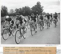 PHOTO DE PRESSE CYCLISME 1950 PARIS VILLEMEUX COURSE DES BOXEURS  BAOUR 3EME POS
