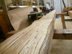 Rustikale Holzbalken handbeschlagen,