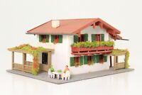 Vollmer 59111 Spur N Wohnhaus Einfamilienhaus mit Figuren fertig aufgebaut