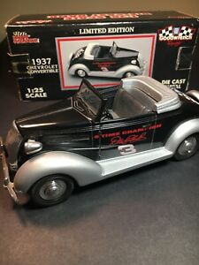 Racing Champions 1937 Chevrolet Convertible Coin Bank 1:25 Scale Die Cast Metal