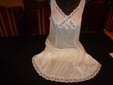 jolie combinaison& fond de robe vintage jolie dentelle   taille 50 ref 21RM