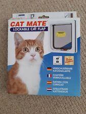 Lockable cat flap