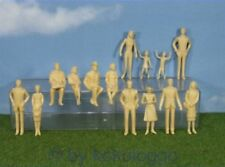 F39 Spur 1 - Figuren 14 Stück stehend + sitzend 1:32 unbemalt