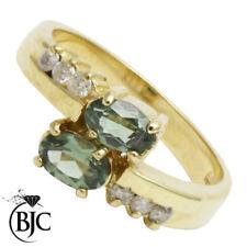 Anillos de joyería con gemas verdes amatista